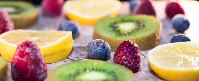 Immune system boosting foods include citrus fruits and yogurt, a perfect, healthy breakfast.